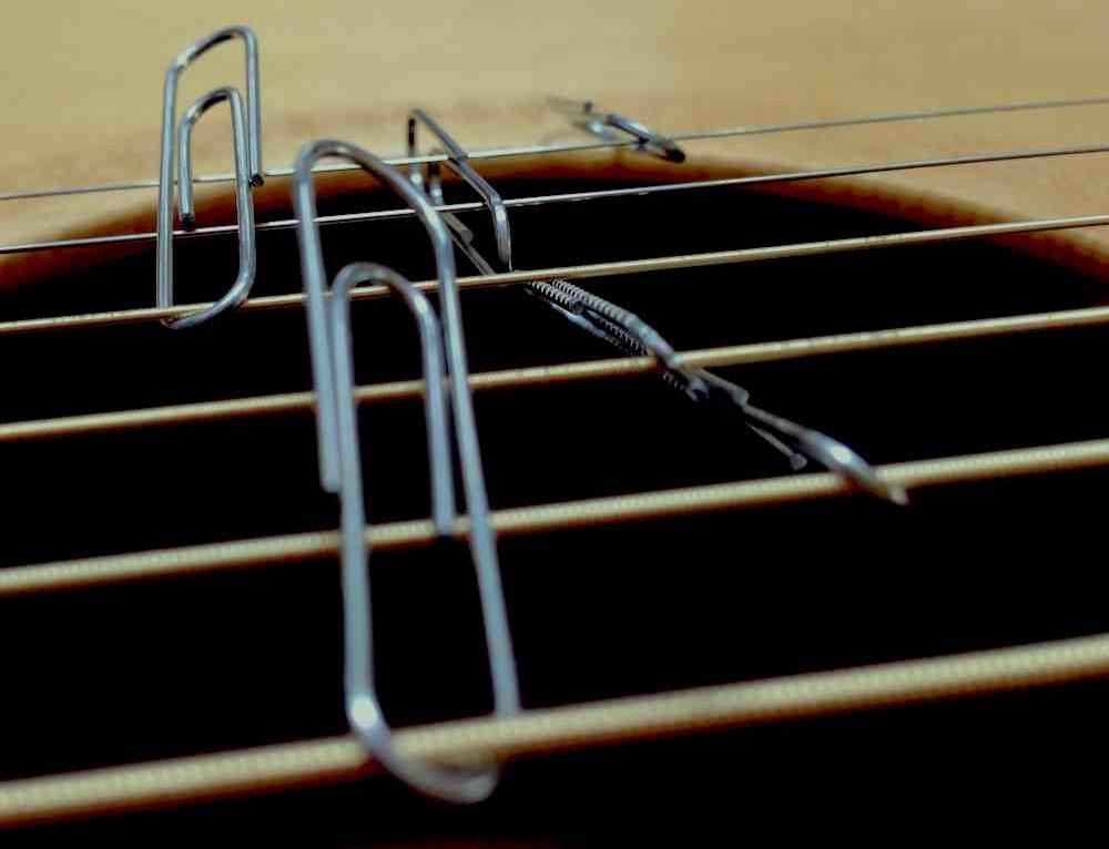 8 errori da non fare durante il cambio corde